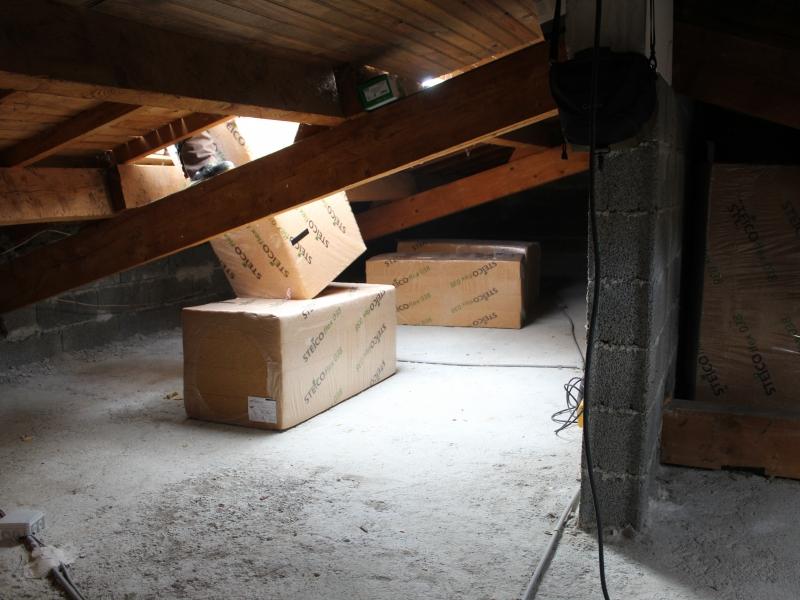 isolation thermique sur plancher de comble en fibres de bois saint privat en r novation. Black Bedroom Furniture Sets. Home Design Ideas