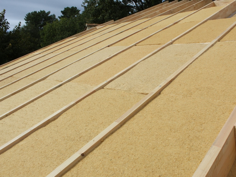 Recourir à une ressource durable pour écorénover et isoler sa toiture, à Mercuer