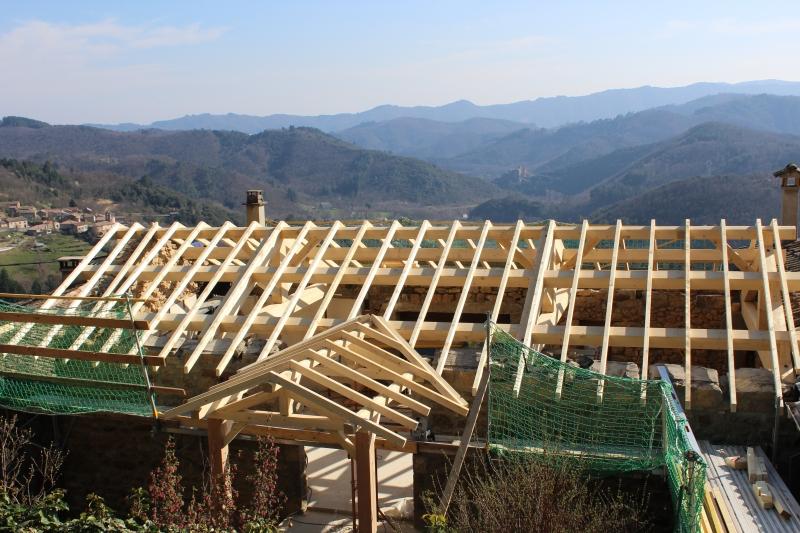 r alisation d 39 une charpente traditionnelle en bois chirols. Black Bedroom Furniture Sets. Home Design Ideas