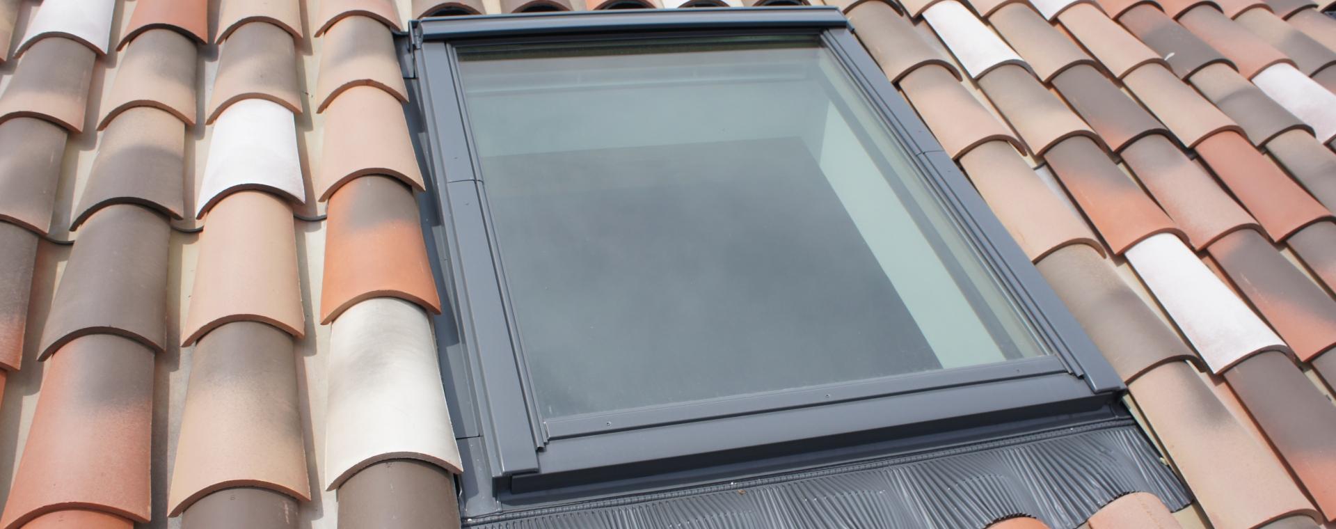 installation de fen tre de toit velux aubenas ard che. Black Bedroom Furniture Sets. Home Design Ideas