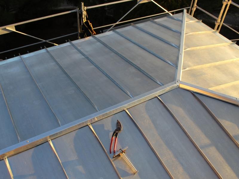 R alisation d 39 une couverture joint debout lavilledieu for Toiture zinc joint debout
